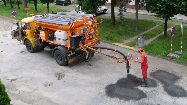 Repair of Road by injecting pressure surface matterial